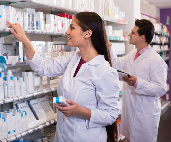 Building Knowledge and Skills in Pharmacy Tech School