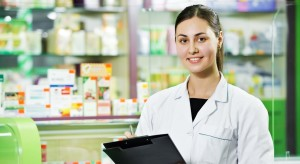 benefits of becoming a pharm tech